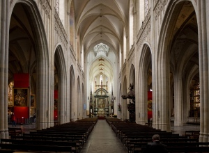 Kathedraal_Antwerpen_Schip_Wikimedia_20130729